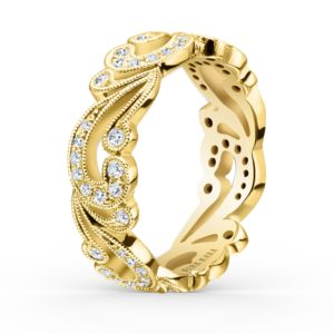 Yellow gold wedding ring with diamonds